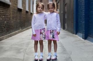 Chiêm ngưỡng bộ ảnh chân dung thú vị về các cặp sinh đôi trên thế giới